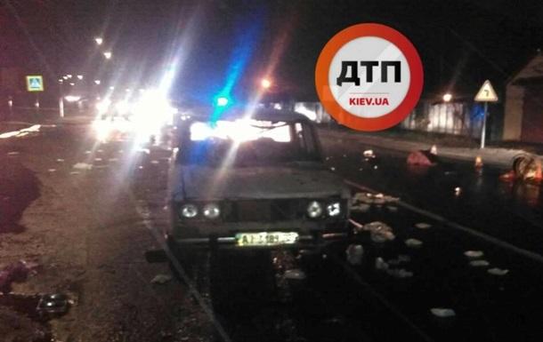 Под Киевом автомобиль сбил трех пешеходов и скрылся