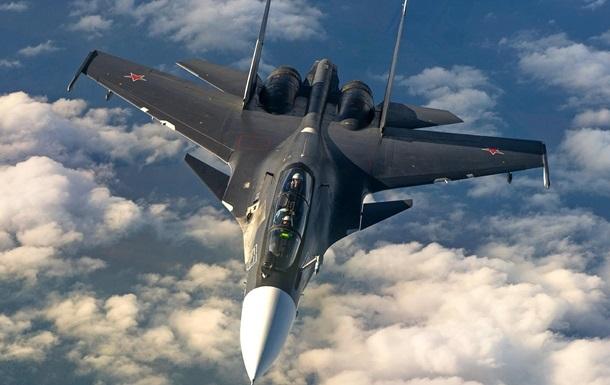 Истребитель РФ перехватил американский самолет над Черным морем