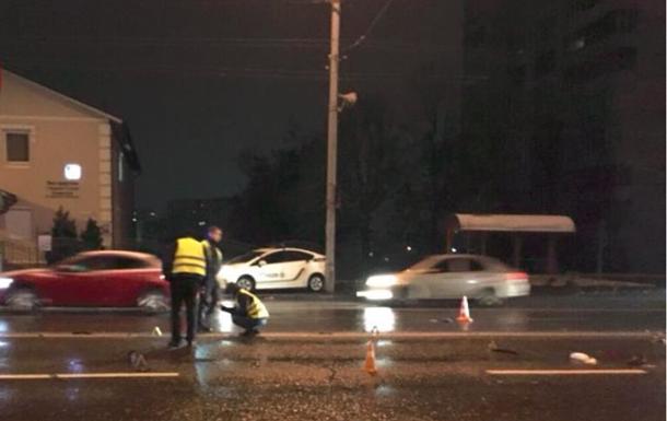 Смертельное ДТП в Киеве: водитель сбил двух пешеходов и скрылся