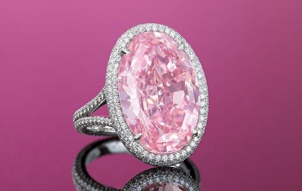 На аукционе Christie s продали розовый бриллиант за $32 млн