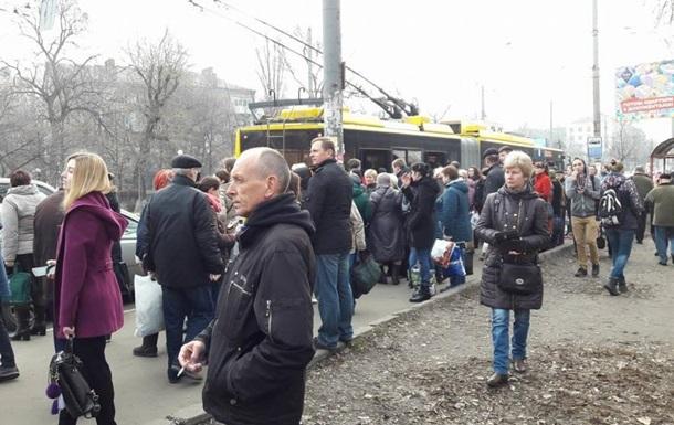 Ожеледиця в Києві: тролейбуси і автобуси курсують не за графіком