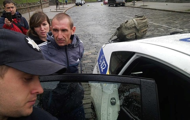 Вандал получил четыре месяца ареста за разбитый памятник Небесной сотне