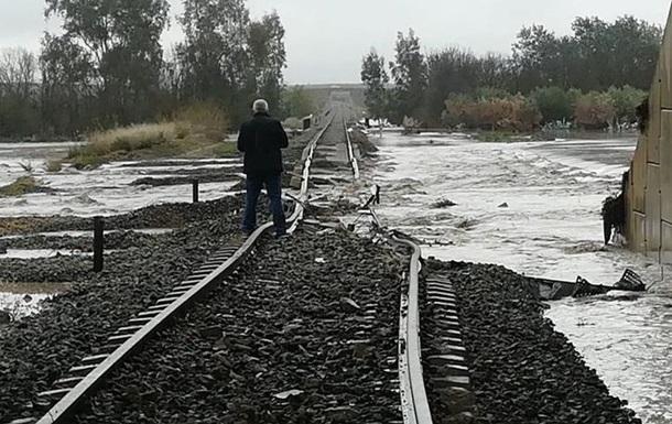 В Испании из-за затопления сошел с рельсов поезд