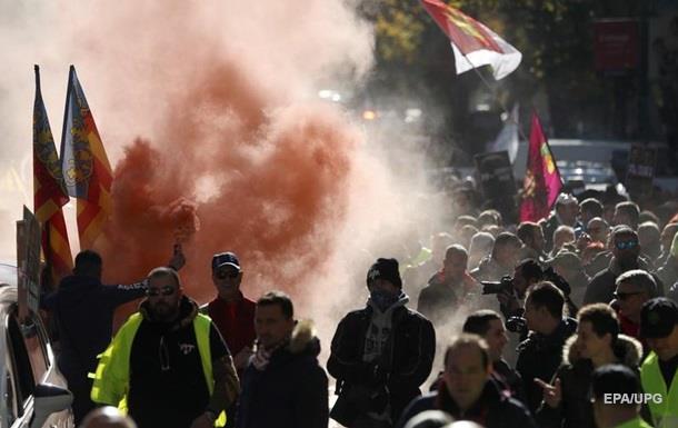 В Мадриде тысячи таксистов протестуют против Uber