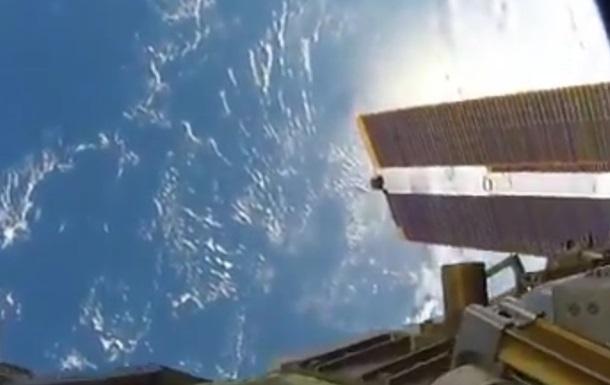 Астронавт показал снятое в открытом космосе видео