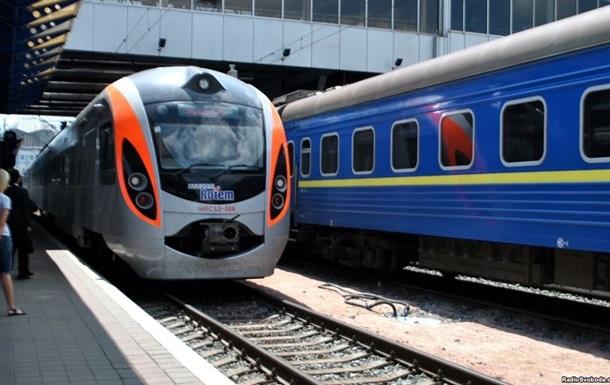 УЗ назначила  праздничные  поезда из Киева в Тернополь и Запорожье