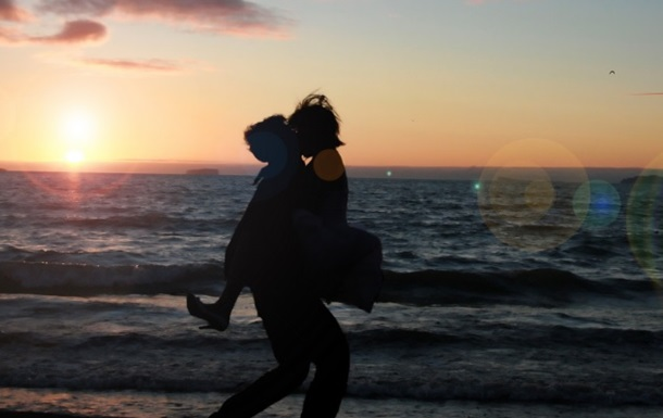 Вчені назвали любов з першого погляду вигадкою