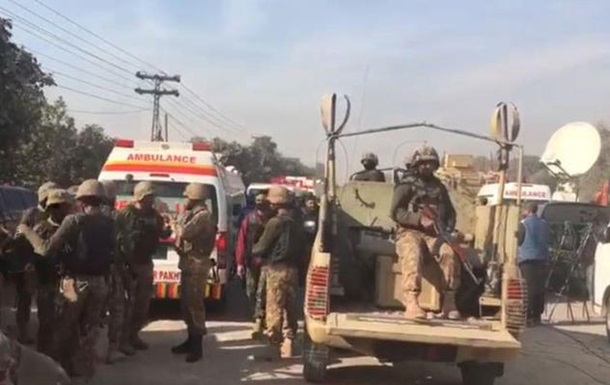 Нападение на институт вПакистане: ранены 11 человек