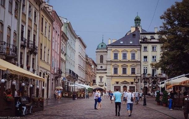 У Львові встановлюють вуличні лавки з підігрівом