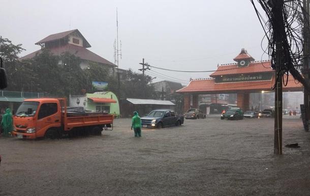 Повінь у Таїланді: постраждало майже півмільйона людей