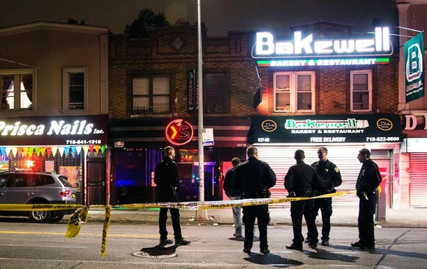 ВНью-Йорке неизвестный сбил четырех человек и исчез