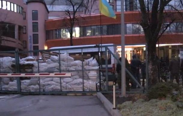 Активісти блокують офіс телеканалу NewsOne