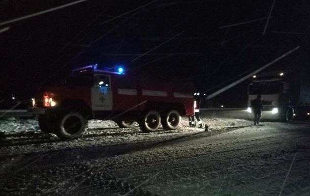 На Закарпатье спасатели вытащили из сугробов более 20 машин