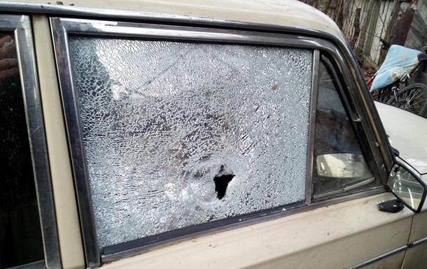 Под Горловкой сепаратисты обстреляли гражданский автомобиль