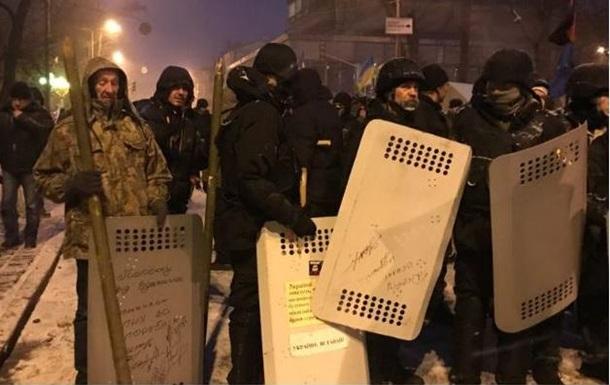Поліція: Активісти під Радою влаштували провокації