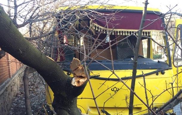В Мариуполе маршрутка попала в ДТП: 10 пострадавших