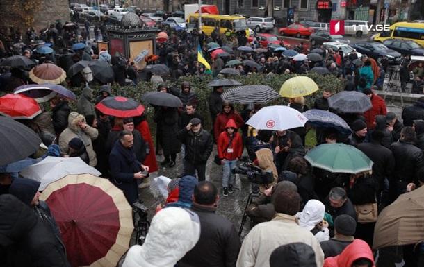 В центре Тбилиси проходит митинг в поддержку Саакашвили