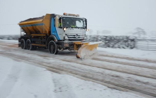 Британію засипало снігом, паралізований транспорт