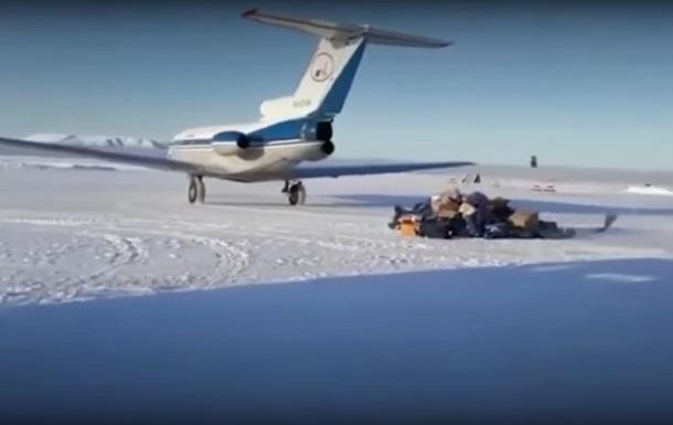 У Росії літак розкидав посилки по аеродрому