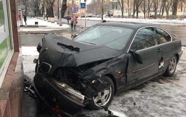 У Києві BMW зупинила стіна ПриватБанку