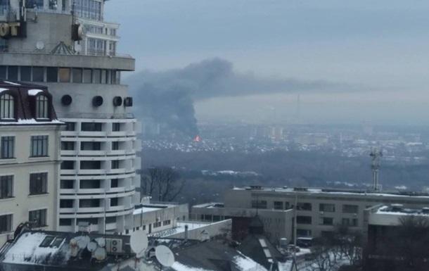 В Киеве масштабный пожар: работают 14 экипажей