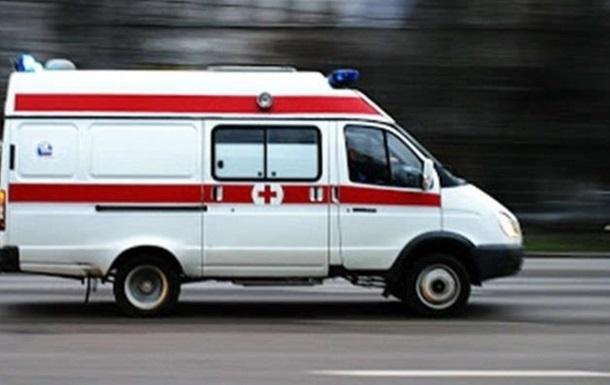 У Львові частина балкона впала на дівчину