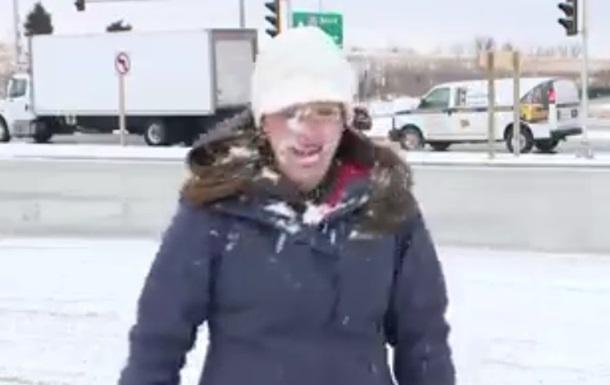 Ведущей за секунды до эфира бросили снежок в лицо