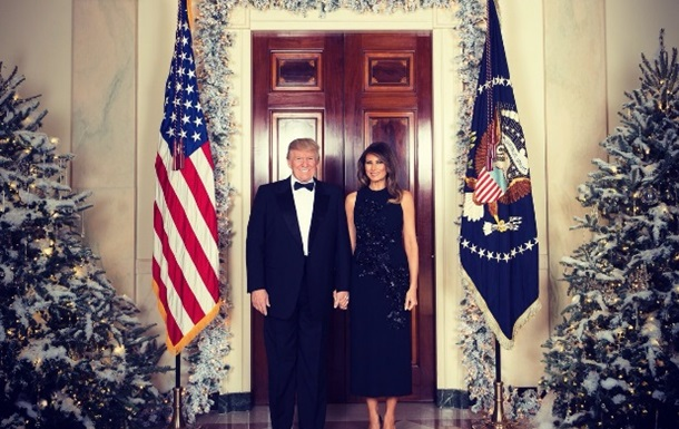 Дональд и Мелания Трамп позировали для рождественской открытки