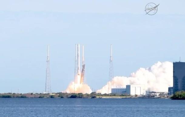 SpaceX відправила вкосмос 2 тонни продуктів