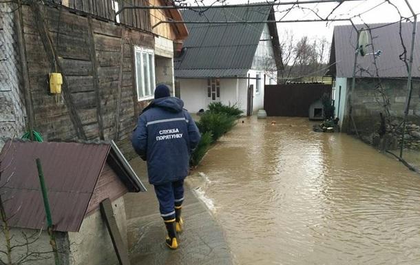 Паводок на Закарпатті: евакуйовані 150 осіб
