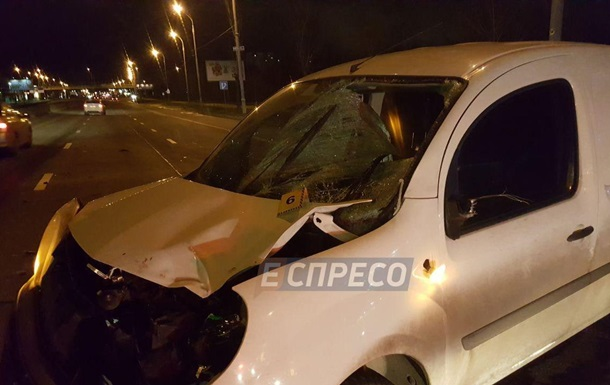 У Києві на Троєщині машина збила насмерть пішохода