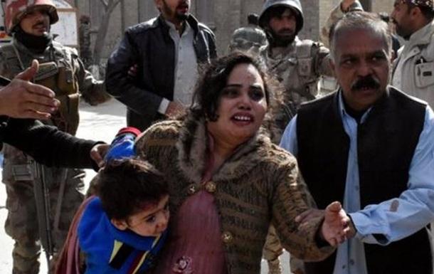 В Пакистане боевики напали на церковь христиан: десятки пострадавших