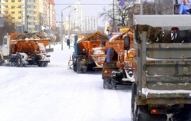 На улицы Киева вывели 450 единиц снегоуборочной техники