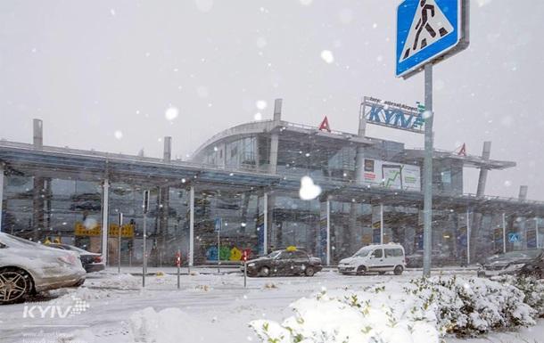 Аеропорт Київ через негоду переніс частину рейсів до Борисполя