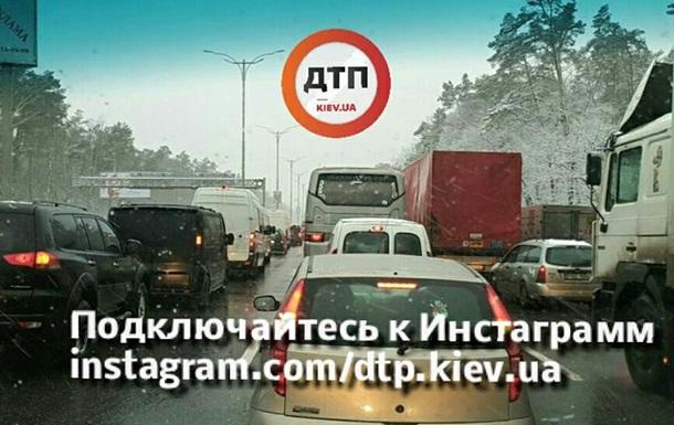 На въезде в Киев со стороны Харькова огромная пробка