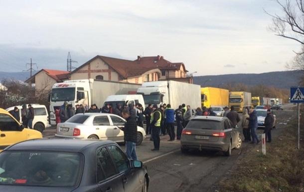Дальнобойщики заблокировали движение в Ужгороде