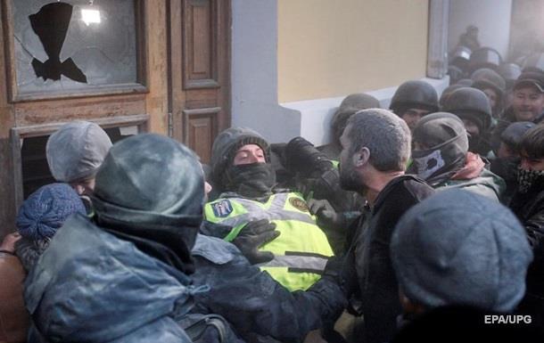 Стычки возле Октябрьского: в больнице 11 силовиков