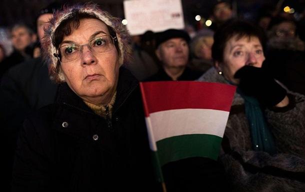 Будапешт раздал миллион паспортов венграм за рубежом - Bloomberg