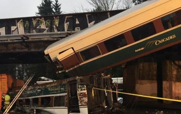 У США поїзд злетів з моста