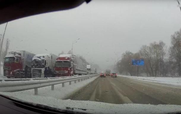 В їзд до Києва з боку Житомира повністю заблокований