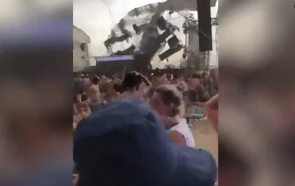 Диджей погиб из-за падения сцены на концерте