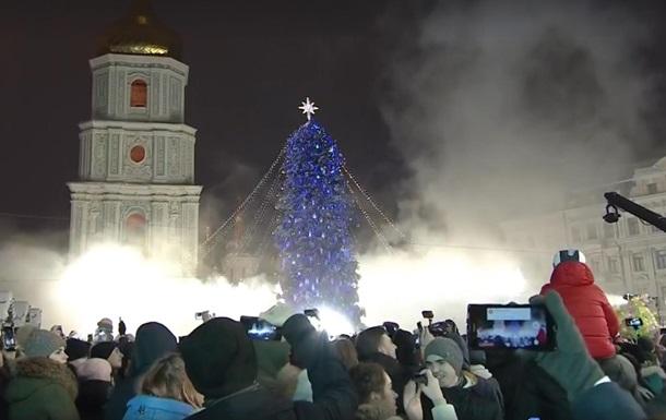 У Києві засвітили головну ялинку України
