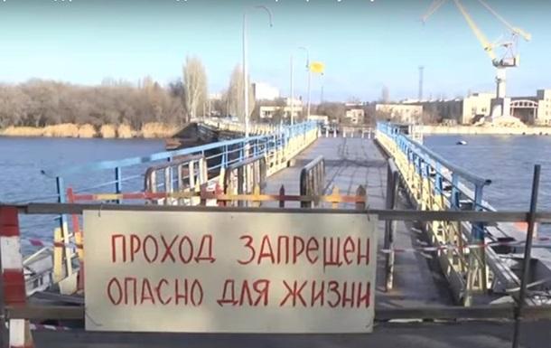 У Миколаєві відірвався від берега пішохідний міст