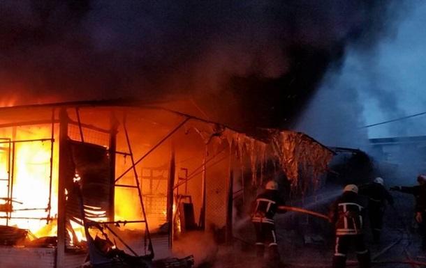 Масштабна пожежа на центральному ринку Запоріжжя