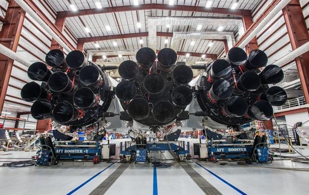 Ілон Маск показав найпотужнішу ракету Falcon Heavy