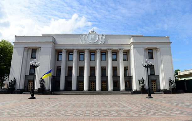 Украинцы меньше всего доверяют Раде – опрос