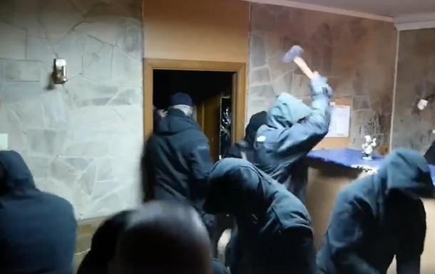 У Києві невідомі розгромили кафе