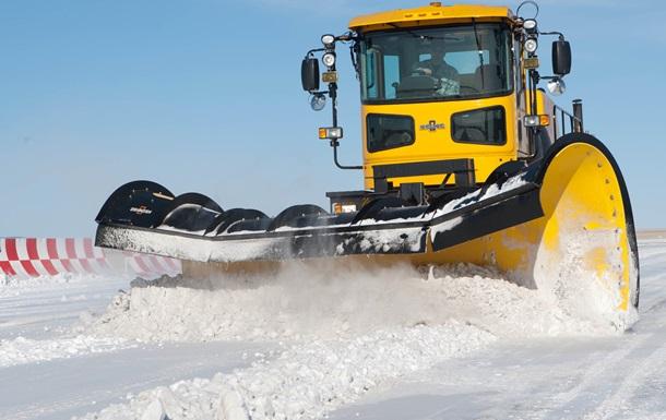 Україна і світ: як борються зі снігом тут і там