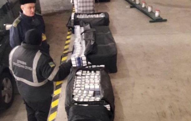 В авто грузинского дипломата нашли 45 ящиков контрабандных сигарет