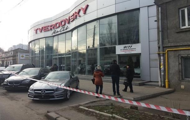 В Одессе полиция штурмовала автосалон, в котором засели бандиты – СМИ